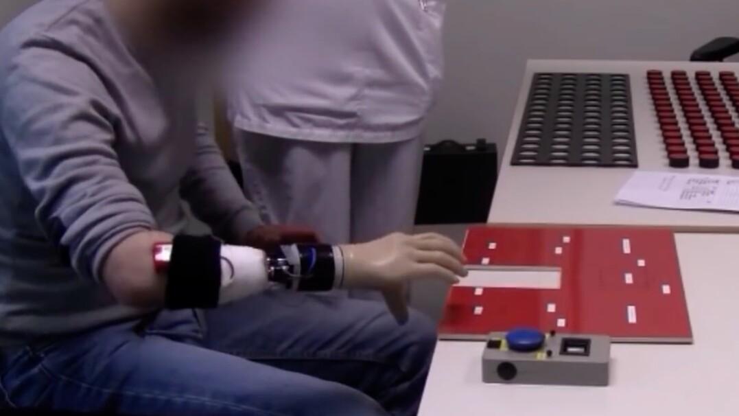 Proteza, która pozwala na chwytanie przedmiotów