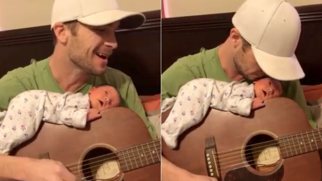 Kołysanka zagrana przez ojca i urocze zachowanie córki
