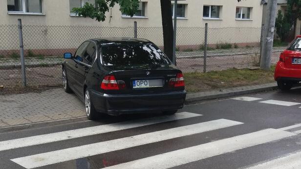 Parkowanie przy pasach Marek / warszawa@tvn.pl