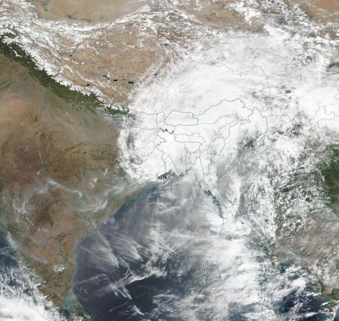 Zdjęcie satelitarne pozostałości cyklonu Amphan 21 maja (NASA Worldview)