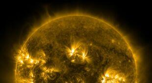 Silny rozbłysk klasy X 4,9 na Słońcu (NASA/SDO)