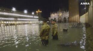Wielka fala daje się we znaki Wenecji